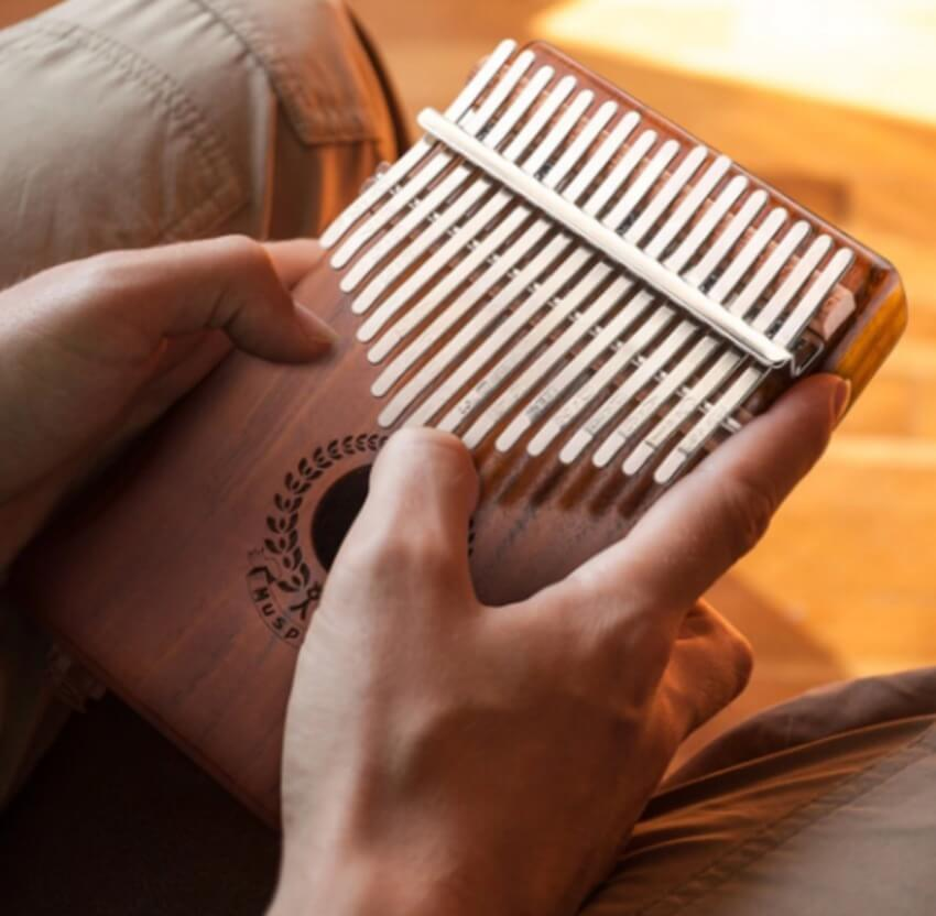 learn to play the African thumb instrument of kalimba piano