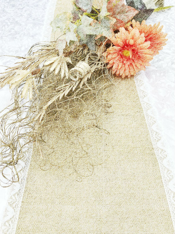 Jute table runner with lace